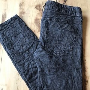 RARE Free People Low-Rise Skinny Cropped Jeans
